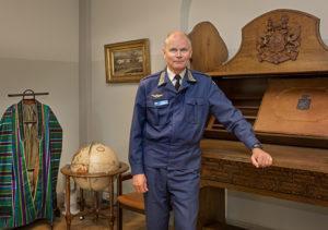 Ramsayn upea kaappi on pala suomalaista sotaväen historiaa. Pohjois-Afganistanin heimopäälliköiden juhla-asun Lindberg sai tarkastaessaan suomalaisia joukkoja Mazar-i-Sharifissa.