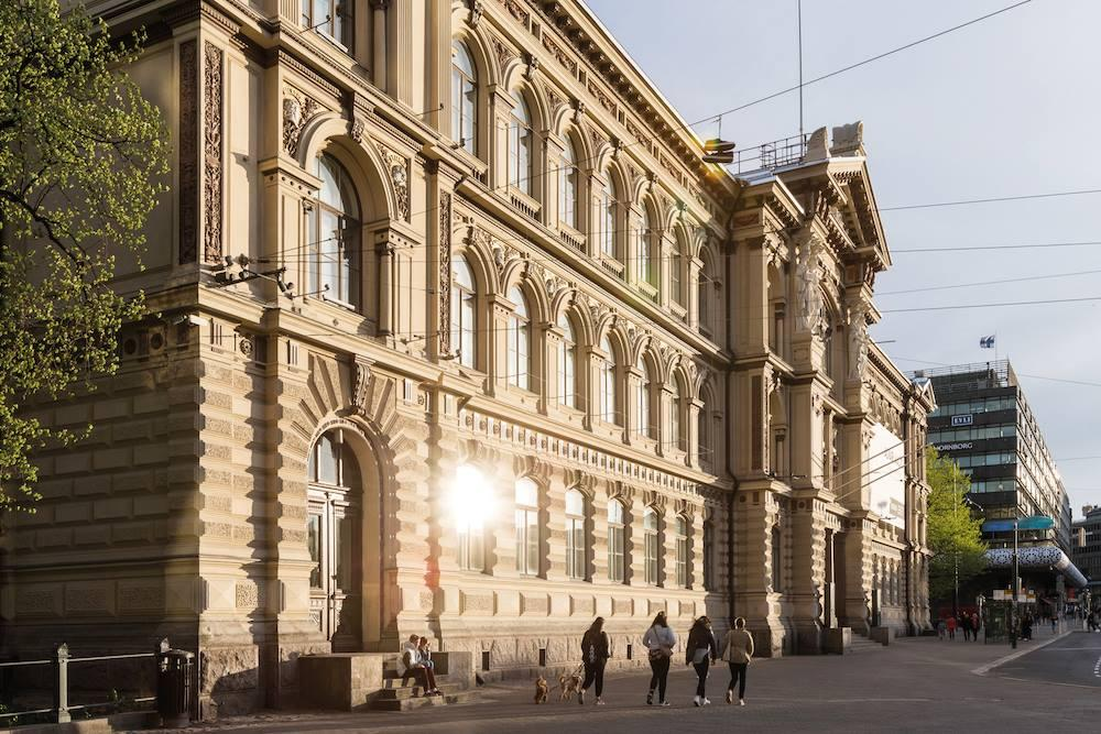 Ateneum in the sun