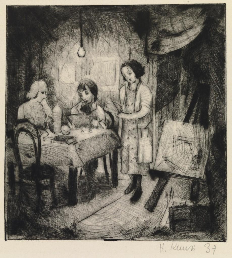 Kuva Helmi Kuusen grafiikanteoksesta Atelieeri, jossa kuvattuna henkilöitä ateljeessa pöydän äärellä.